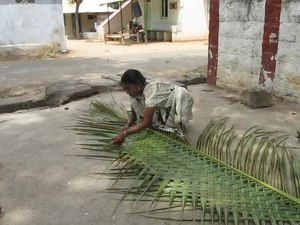 File:Coconut weaving.ogv