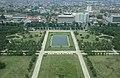Collectie NMvWereldculturen, TM-20020685, Dia- Een van de fontijnen op het Merdeka plein bij het Nationaal Monument in Jakarta., Henk van Rinsum, 1980.jpg
