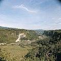 Collectie NMvWereldculturen, TM-20026458, Dia- 'Gezicht over Sianok Canyon', fotograaf Boy Lawson, 1971.jpg
