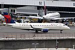 Compass Airlines, Embraer ERJ-175, N623CZ - SEA (20040015100).jpg
