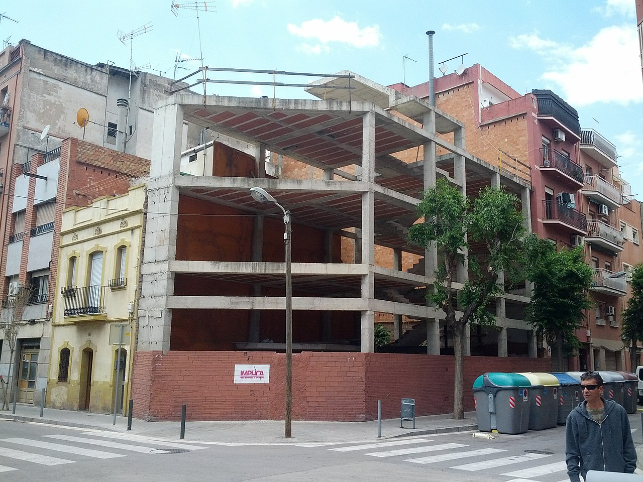 File:Concrete framing on corner (18096397544).jpg