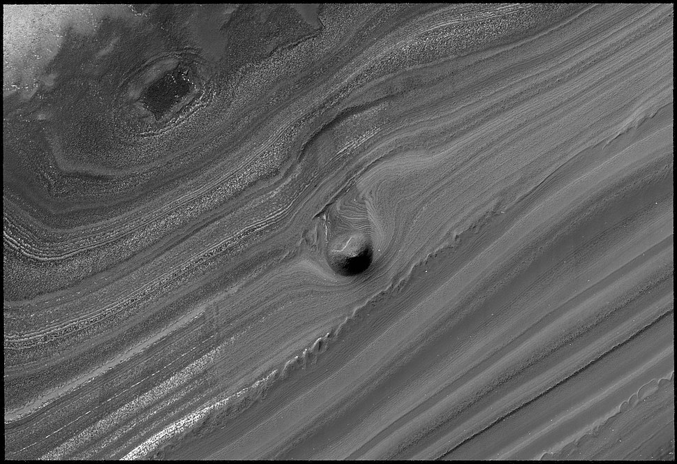 Conical mound in trough on Mars%27 north pole
