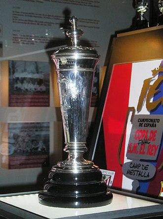 1902 Copa de la Coronación - The trophy on display in the Athletic Bilbao museum
