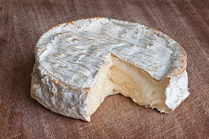 Coulommiers cheese - Image: Coulommiers lait cru