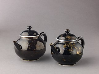 Covered teapot or winepot (pair with 1975.1.1702)