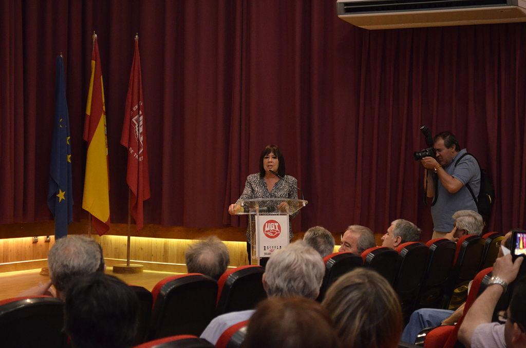 File:Cristina Narbona en la escuela Julián Besteiro de la UGT (3).jpg ...