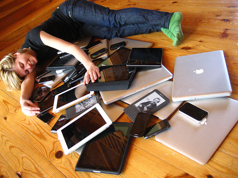 File:Cuddling with multiple devices.jpg