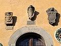 Cutigliano, palazzo dei capitani della montagna, stemmi 03.jpg