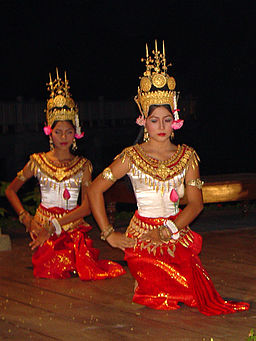 Dancers in Angkor 0945