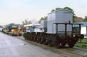 Class U special wagon - Arrival of a Schnabel wagon at its destination with a large transformer, the load will now be transported by road on a well wagon