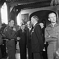 De prins wordt ontvangen door de burgemeester van Haarlem, Bestanddeelnr 900-4718.jpg