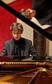 Der junge Pianist Evgeni Petrichev bei seinem Konzert im Roten Saal des Deutschordensschlosses Bad Mergentheim. 04.jpg