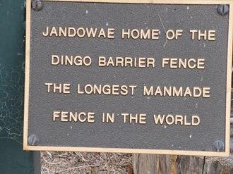 Jandowae - Image: Dingo statue plaque, Jandowae, Queensland 2