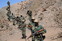 Gibuti-Forze armate-Djiboutian army soldiers head out on patrol