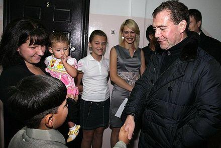 ロシアのメドベージェフ大統領が、2010年11月1日、ユジノサ・クリルスクで地元住民に会いました
