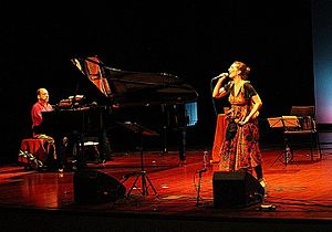 Dulce Pontes - Dulce Pontes in concert.