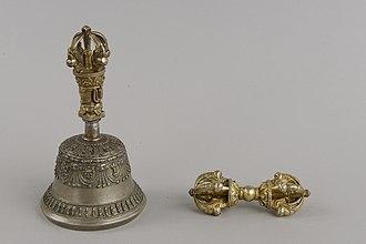 Asia and Pacific Museum - Image: Dzwonek i Berło Mocy Wadżra (Chiny) Muzeum Azji i Pacyfiku