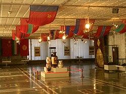 Sovyetler Birliği'nde bulunan Kırgızistan'ın üyeliğinin kutlandığı (şimdiki Milli Müze'nin bir kısmı olan) eski Lenin Müzesi'nde sergilenen eserler