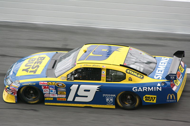File:Elliott Sadler 2008 Best Buy Dodge Charger.jpg