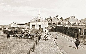 Rosario Central railway station - Station platforms with some carriages waiting for passengers, 1907.