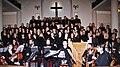Estia Musiker und Chor.jpg