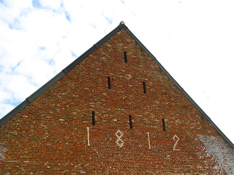 Estinnes-au-Val  (Belgium), rue de Maubeuge, 15 – Brick gable dated (1812) - Barn of the Plumet Farm.