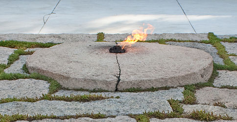 Eternal flame at the grave of John F. Kennedy in Arlington National Cemetery.jpg