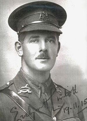 Evelyn Lintott - Lintott in November 1915, wearing his British Army uniform.