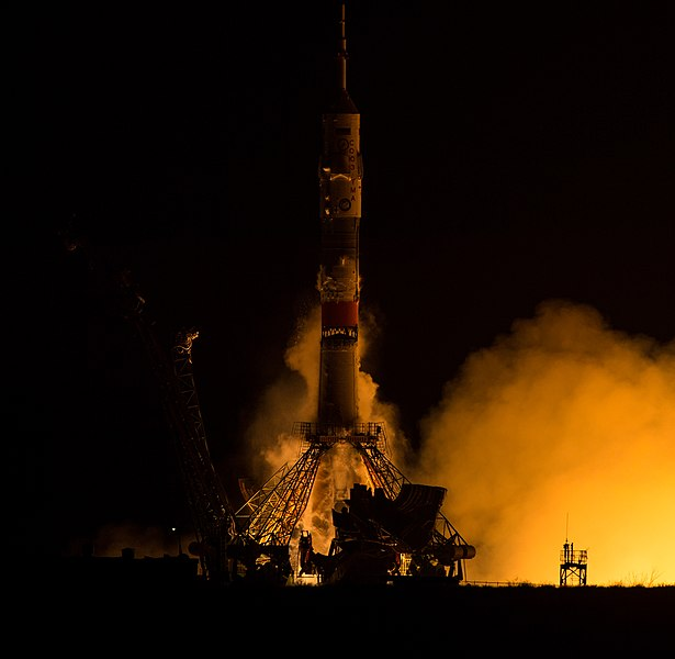 Expedition 47 Launch (NHQ201603190001).jpg