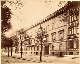 Palais Kurland, Hermann Rückwardt (1845-1919, als Fotograf), CC0, via Wikimedia Commons