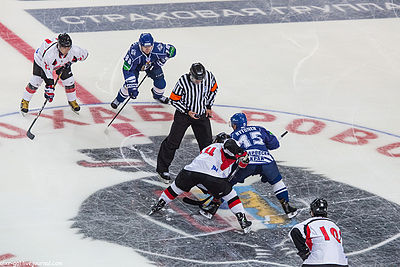 Face-off at the beginning of 2012-08-23 Amur—Japanese national team exhibition game.jpeg