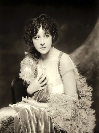Fanny Brice - Brice c. 1910s or early 1920s publicity photo