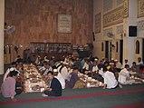 Suasana berbuka puasa bersama di masjid.