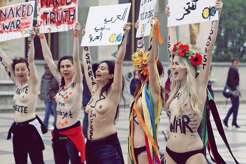 File:Femen à Paris 4.jpg