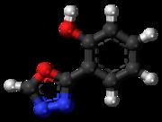 Pilk-kaj-bastona modelo de la fenadiazole 3D-bal.png molekulo