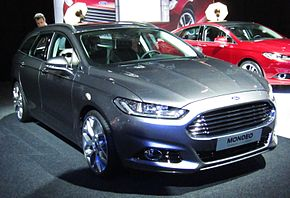 Ford Mondeo Wagon (front quarter).JPG