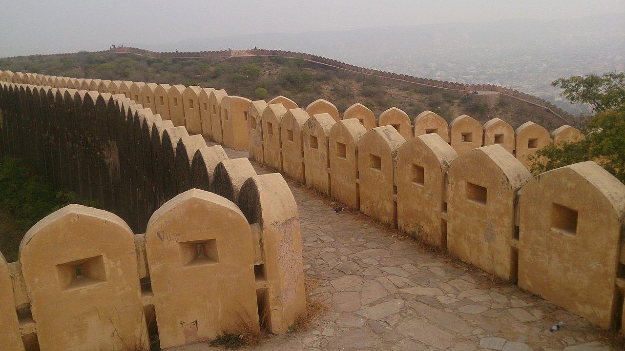 File:Fort\u0027s wall-2 - Nahargarh Fort, Jaipur.jpg