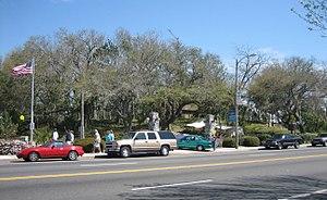Fort Walton Mound - Image: Fort Walton Beach Flag Mound