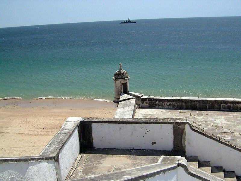 Image:Fortaleza de Santiago- virada para o mar.JPG