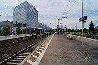 Frankfurt-Niederrader Bahnhof- auf Bahnsteig zu Gleis 2- Richtung Frankfurt am Main 7.6.2012.JPG
