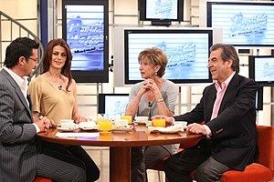 Buenos Días a Todos - A scene from Buenos días a todos. From left to right, hosts Felipe Camiroaga and Tonka Tomicic, and guests Marta Larraechea and Eduardo Frei Ruiz-Tagle.