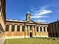 Front Quad of The Queen's College, Oxford 03.jpg