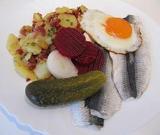 Cuisine of Hamburg - Traditional and simple lunch in Hamburg: Bismarckhering, Bratkartoffeln, and Spiegelei
