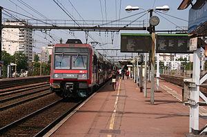 Le Vert de Maisons (Paris RER) - An RER train at the station