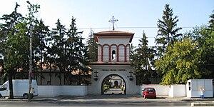 Ghencea Cemetery - Image: Ghencea militar poartă