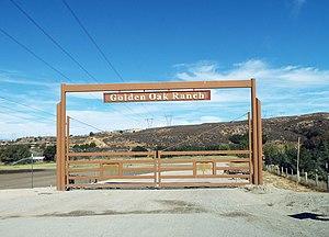Golden Oak Ranch - Golden Oak Ranch entrance gate