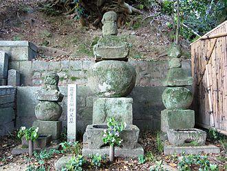 Dota Gozen - The grave of Dota Gozen at Shitennō-ji in Tsu, Mie