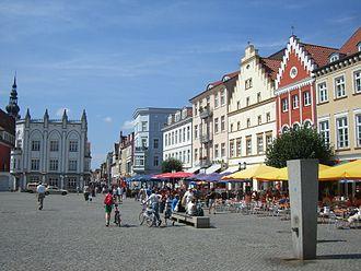 Greifswald - Greifswald's lively market square (Marktplatz)