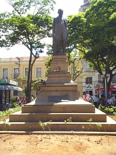 Estátua do Conselheiro Rodrigues Alves. - Guaratinguetá