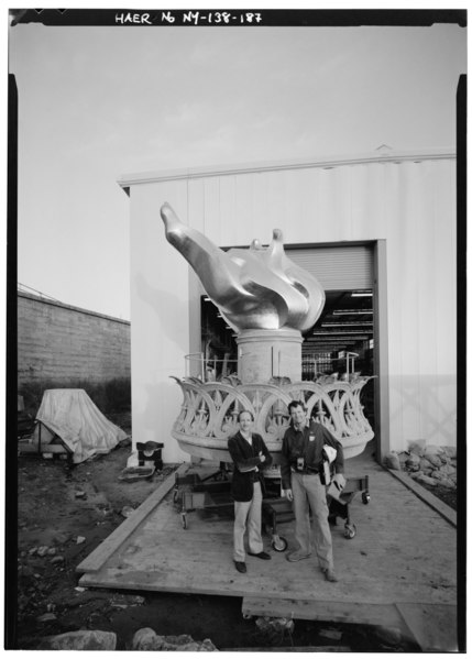 File:HAER Principal Architect Eric Delony and HAER photographer Jet Lowe (right) in front of new torch and flame, November 18, 1985 - Statue of Liberty, Liberty Island, Manhattan, HAER NY,31-NEYO,89-187.tif